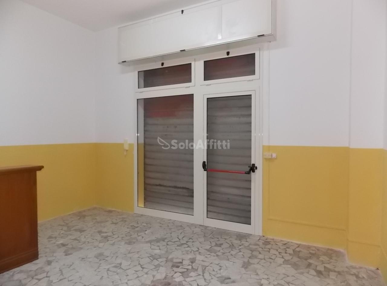 Fondo/negozio - 2 vetrine/luci a Stadio, Catanzaro Rif. 9706745