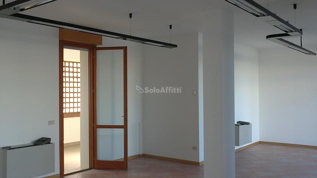 Fondo/negozio - 2 vetrine/luci a Cesanella, Senigallia