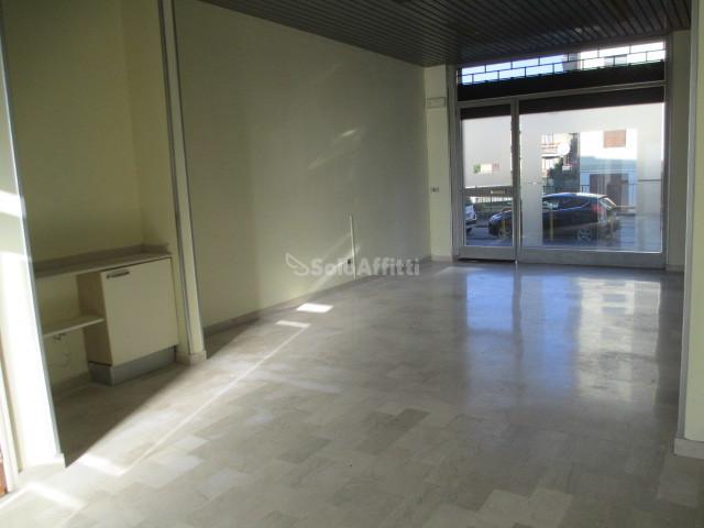 Fondo/negozio - 1 vetrina/luce a Urago Mella, Brescia