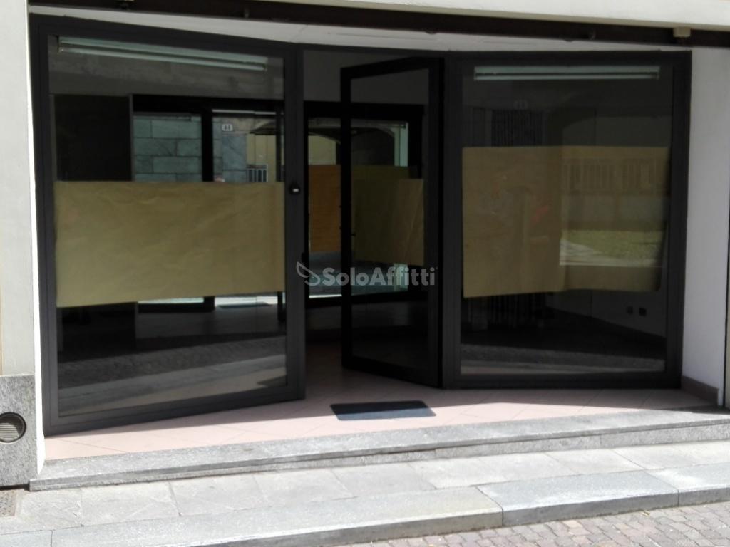 Fondo/negozio - 1 vetrina/luce a Centro, Chieri Rif. 6458455
