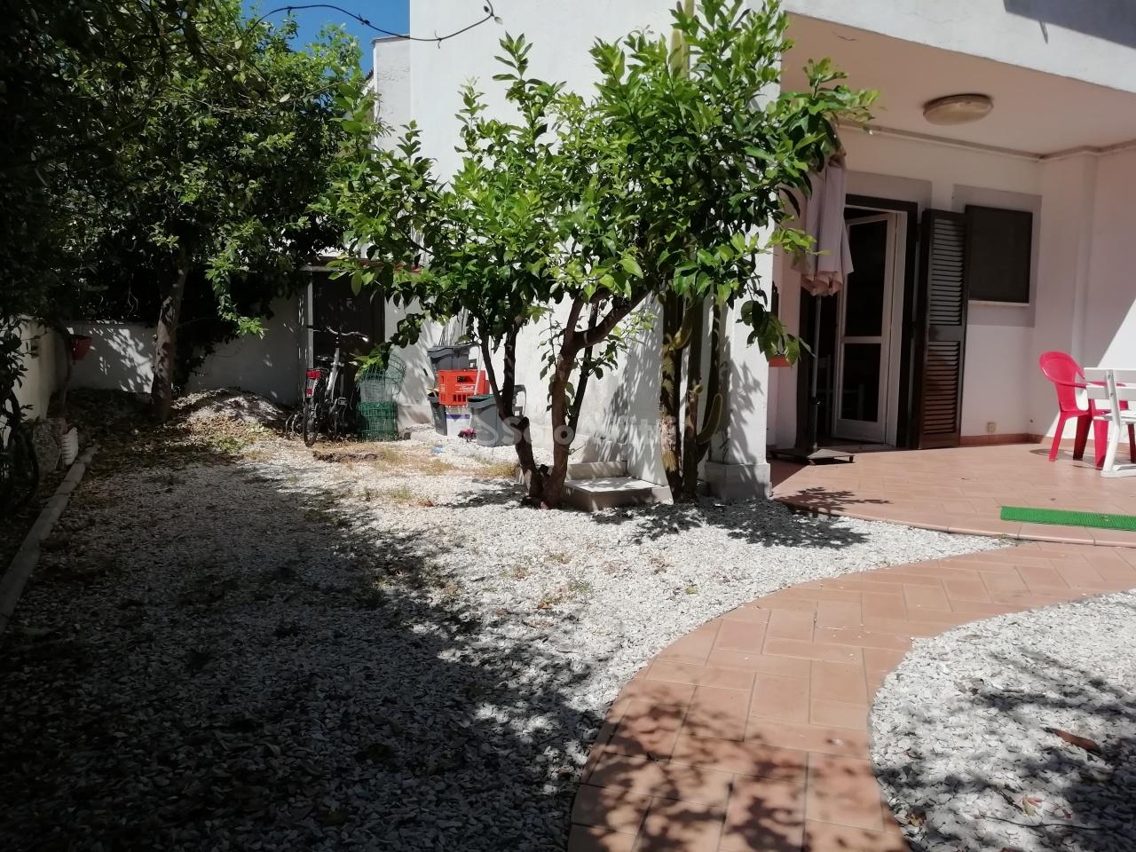 Villetta a schiera in buone condizioni arredato in affitto Rif. 11085929