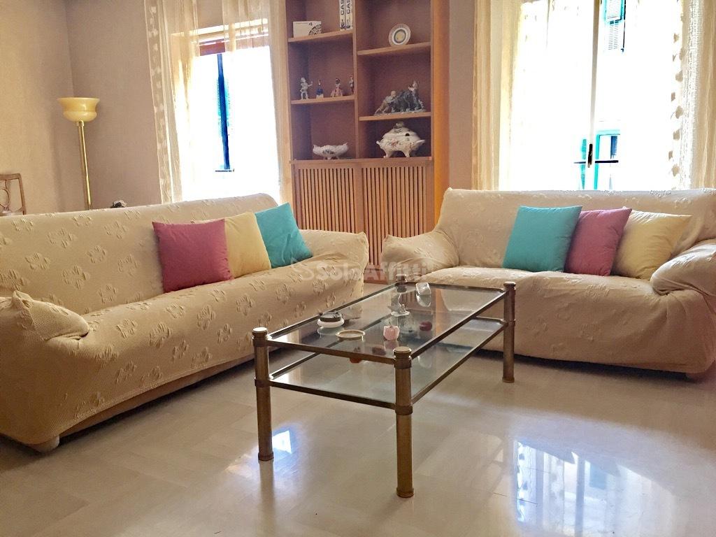 Trilocale in buone condizioni arredato in affitto Rif. 9558554