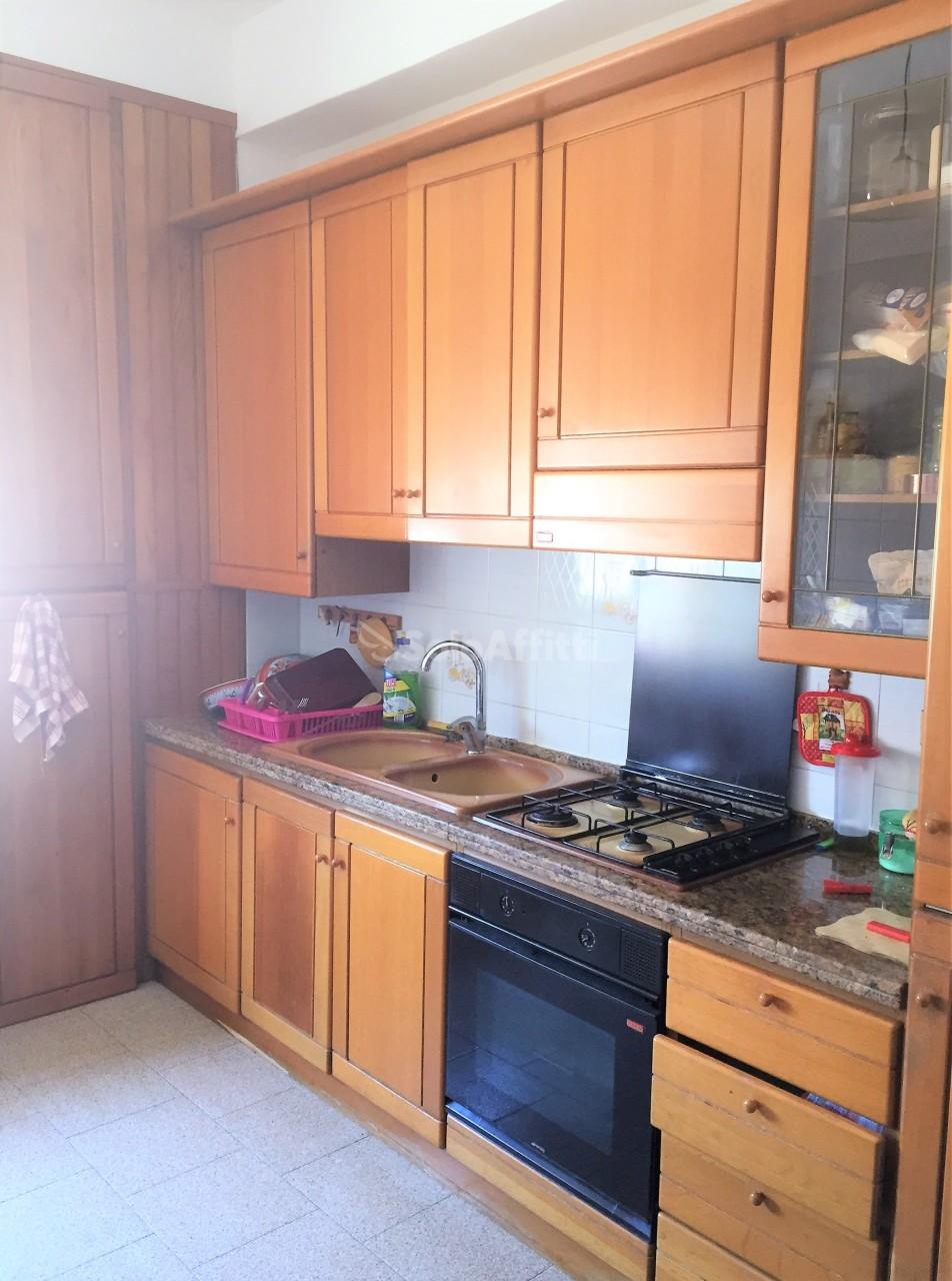 Quadrilocale in buone condizioni arredato in affitto Rif. 10395368