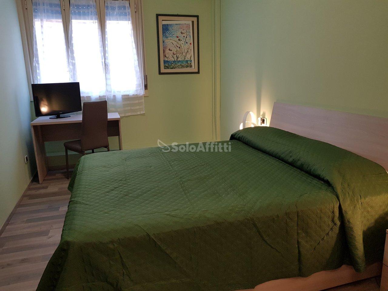 Stanza / posto letto in ottime condizioni arredato in affitto Rif. 9841312