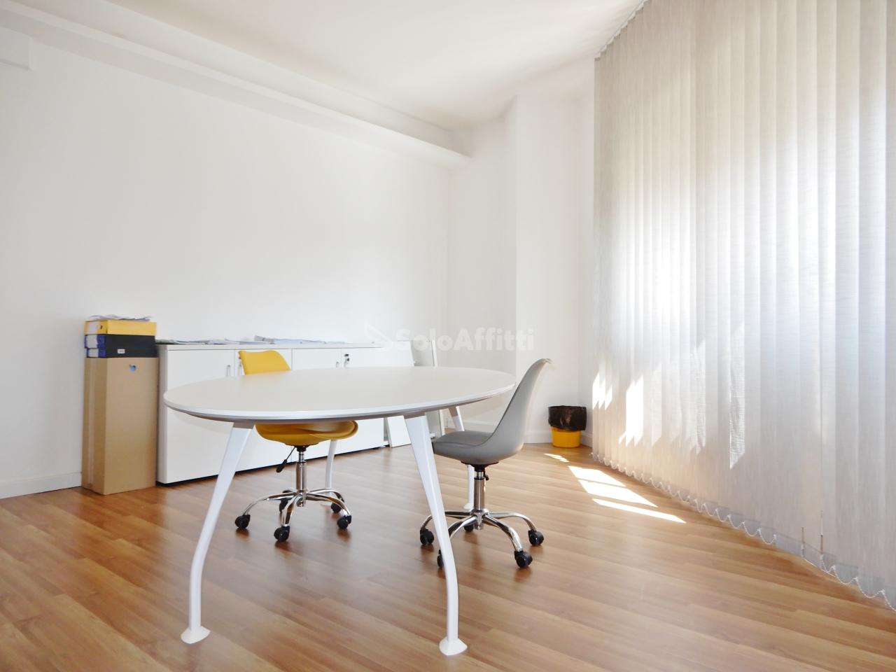 Ufficio - oltre 4 locali a Centro, Catanzaro Rif. 10499279