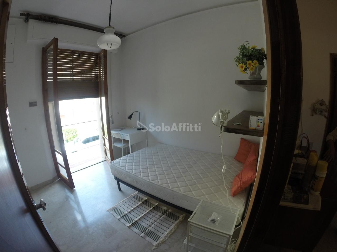 Stanza / posto letto in buone condizioni arredato in affitto Rif. 7675986