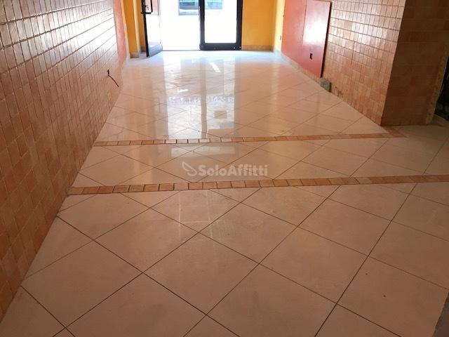 Fondo/negozio - 1 vetrina/luce a Monteroni d'Arbia Rif. 5517318