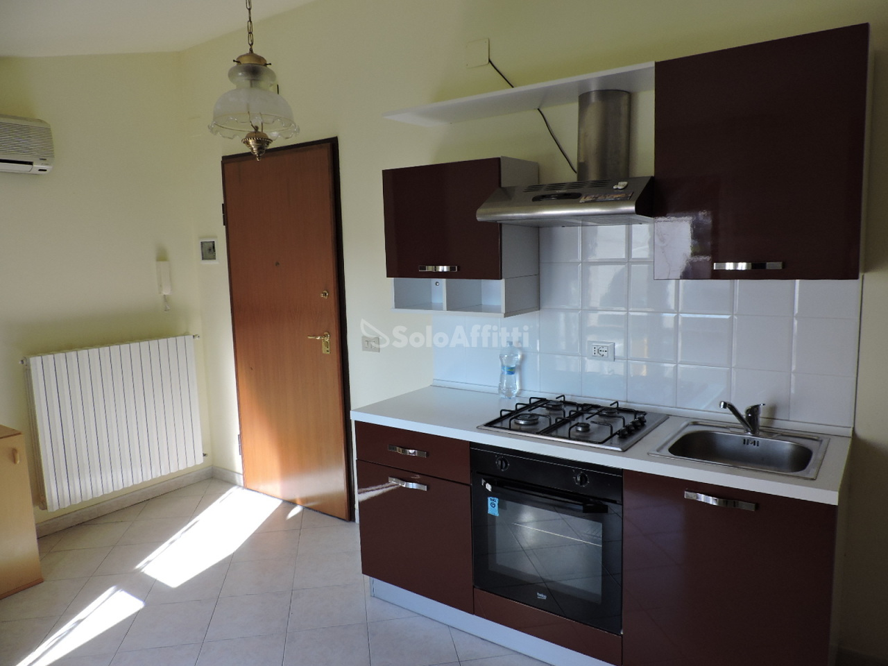 Bilocale in buone condizioni arredato in affitto Rif. 8893887