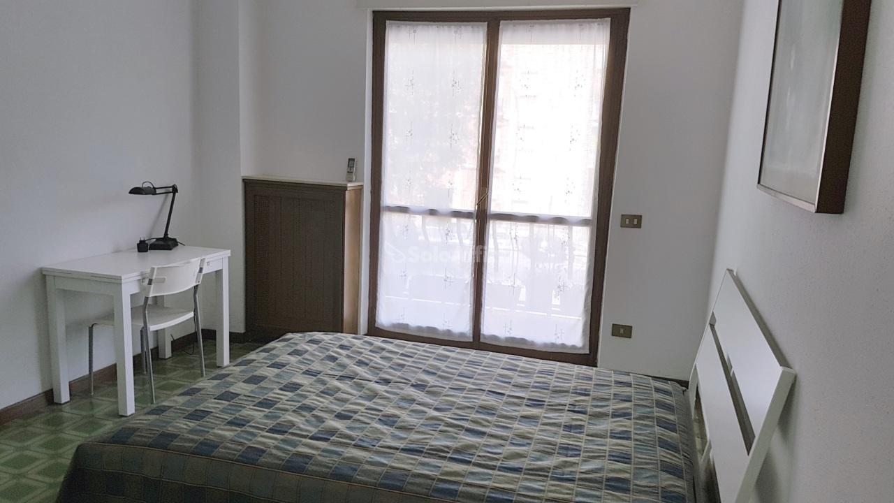 Stanza / posto letto in buone condizioni arredato in affitto Rif. 9950323