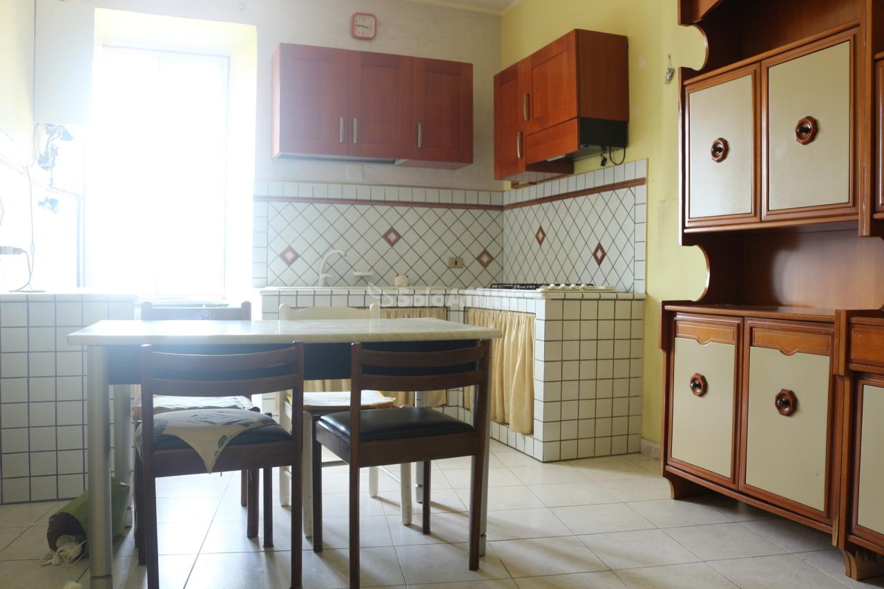 Trilocale da ristrutturare in affitto Rif. 10262918