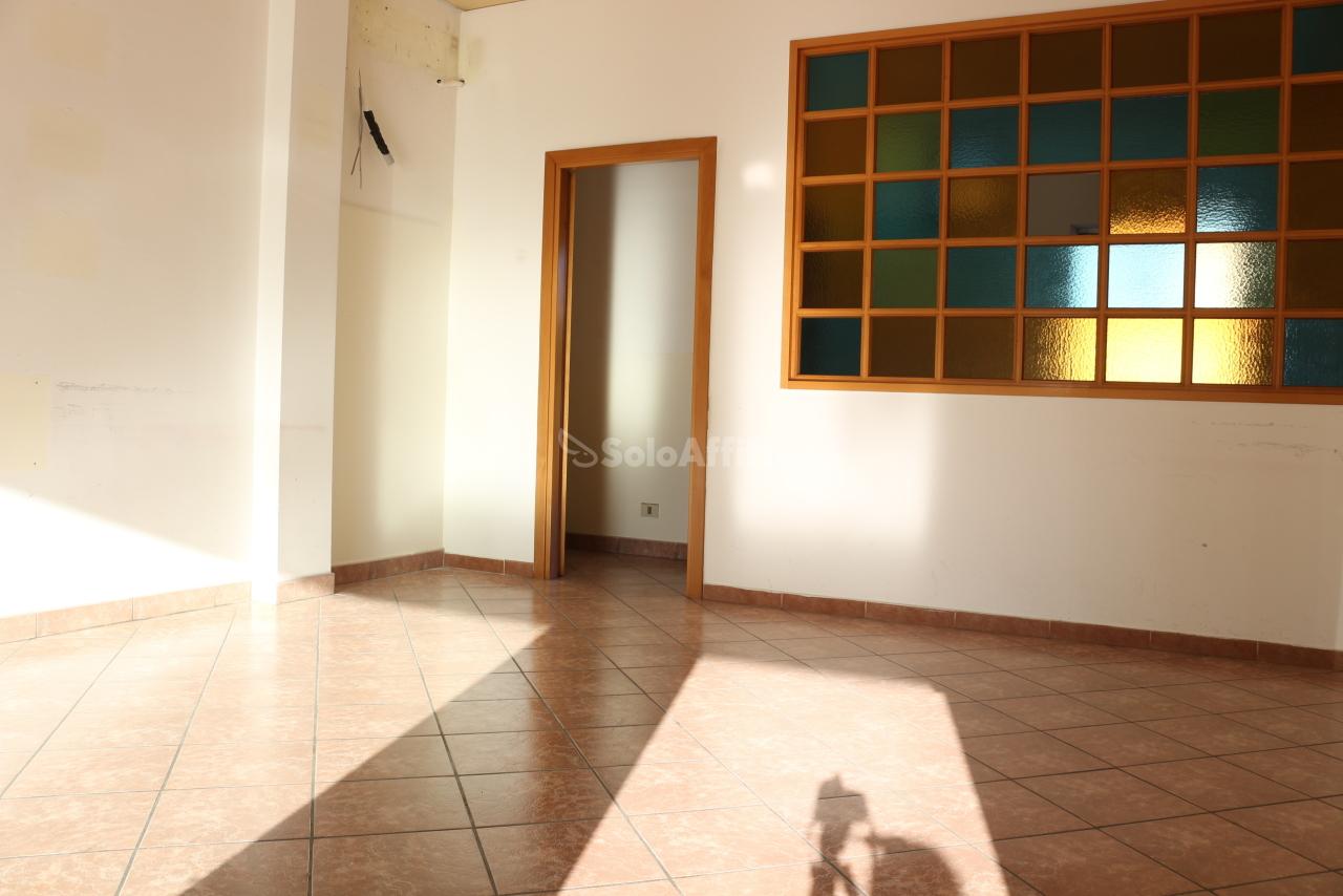 Fondo/negozio - 1 vetrina/luce a Latina Rif. 10576566