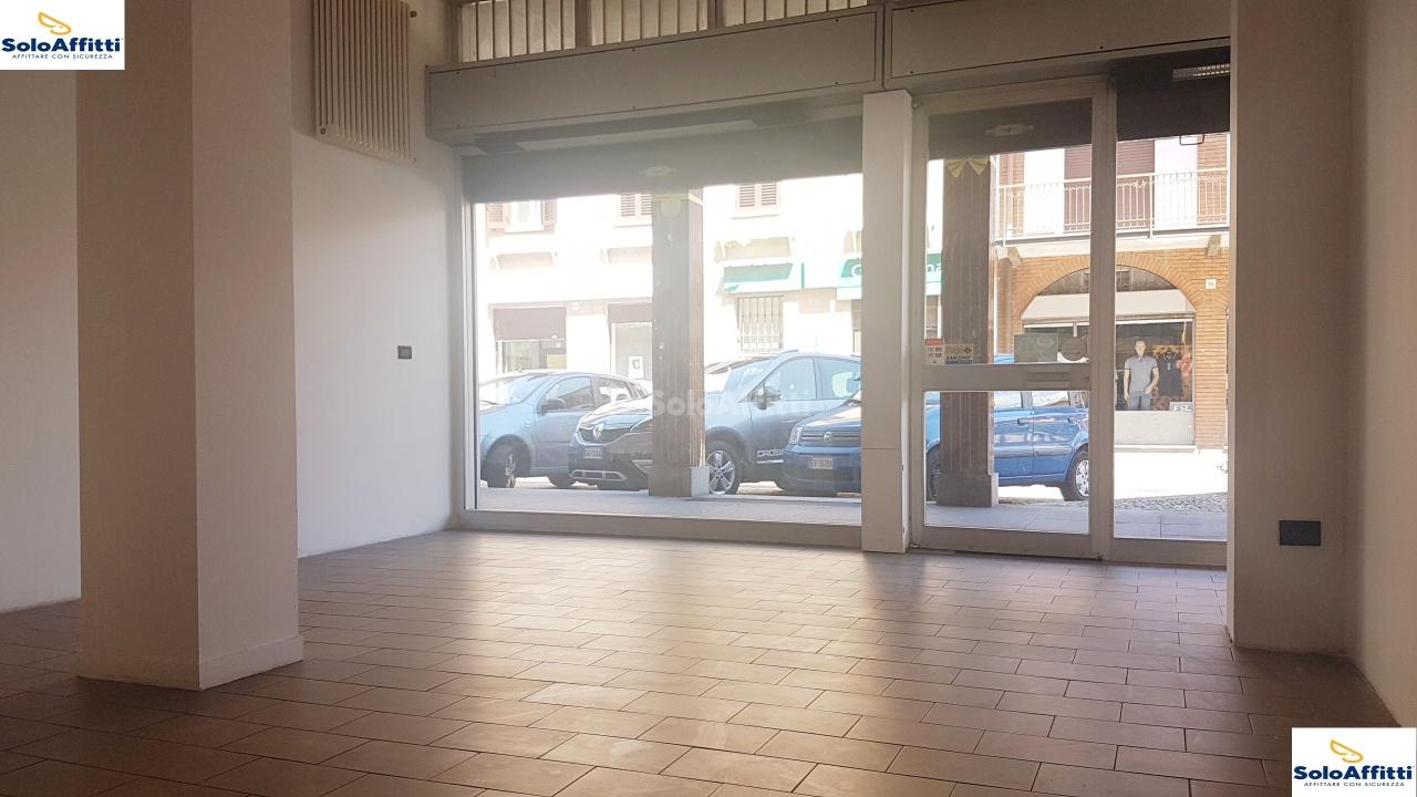 Fondo/negozio - 2 vetrine/luci a Solaro Rif. 10121337