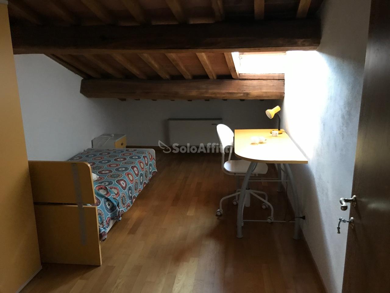 Stanza / posto letto in ottime condizioni arredato in affitto Rif. 12260468
