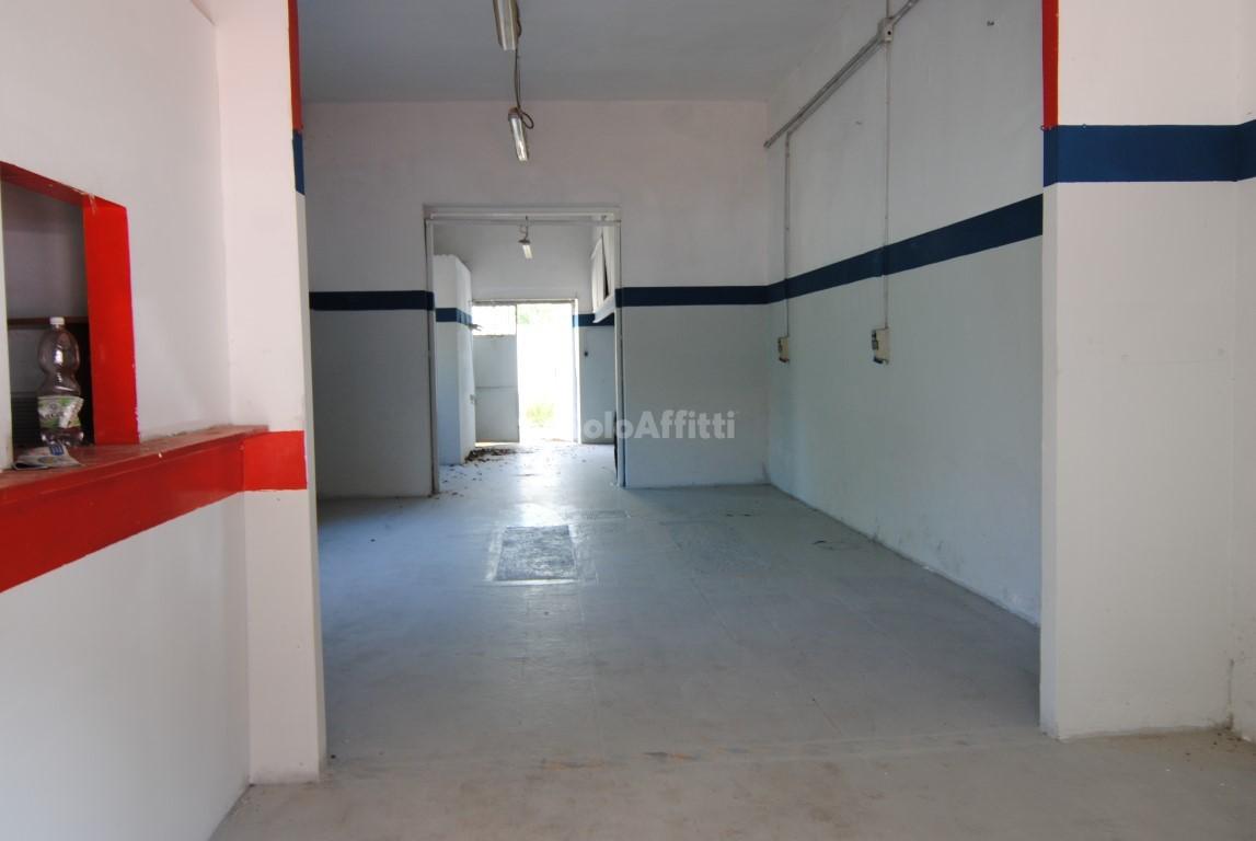 Fondo/negozio - 1 vetrina/luce a Salviano, Livorno Rif. 4131528