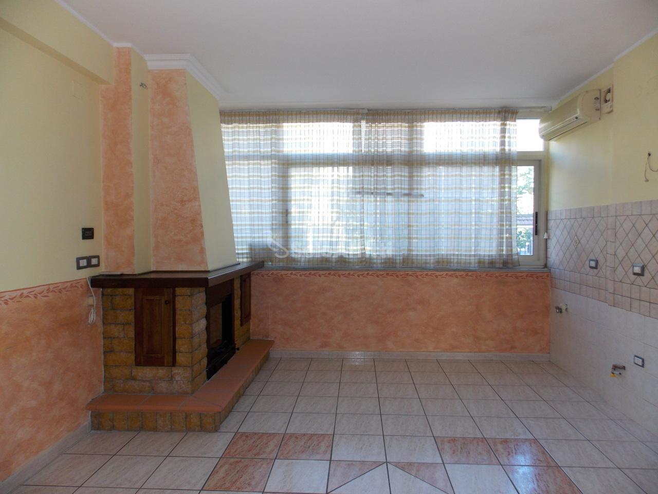 Quadrilocale in buone condizioni in affitto Rif. 8558634