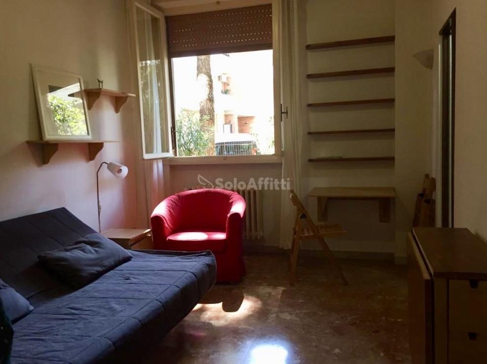 Monolocale in buone condizioni arredato in affitto Rif. 11167942