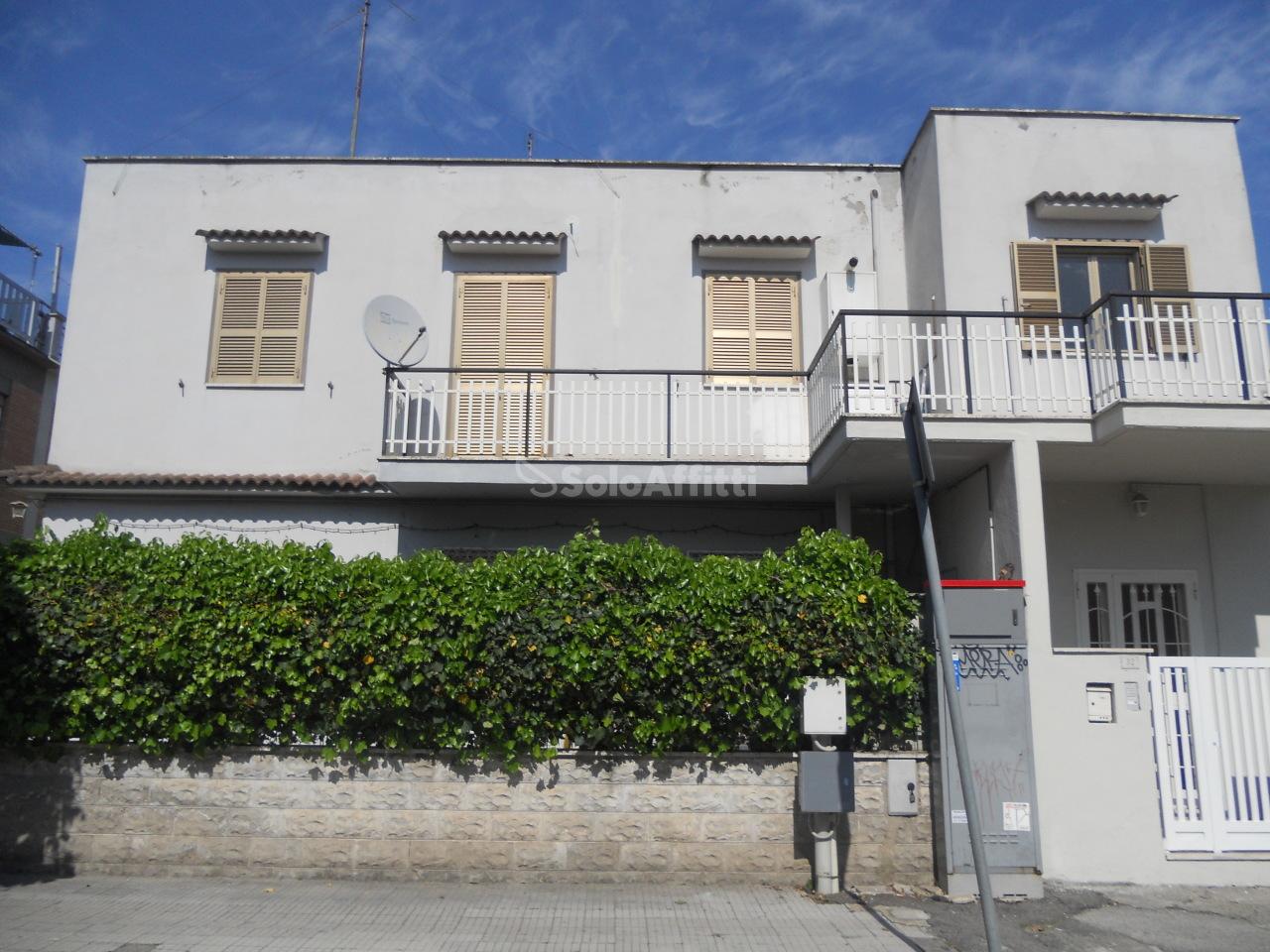 Trilocale ristrutturato in affitto Rif. 10055645