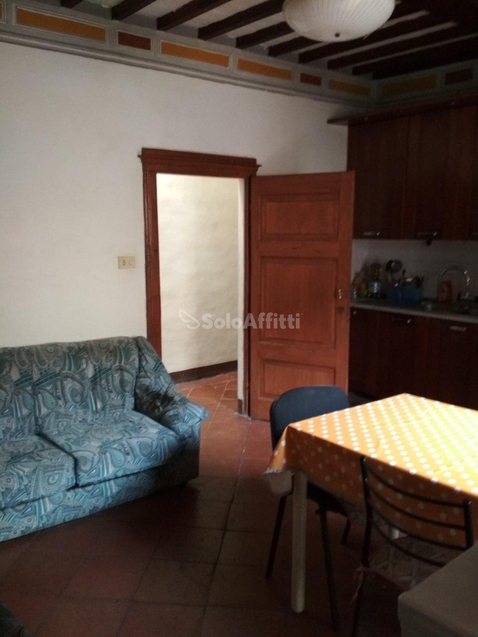 Stanza / posto letto in buone condizioni arredato in affitto Rif. 6851999