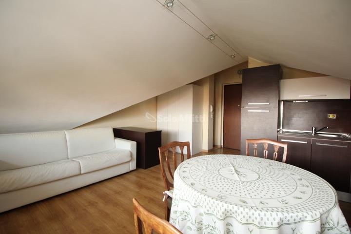Attico / Mansarda in ottime condizioni arredato in affitto Rif. 9534258