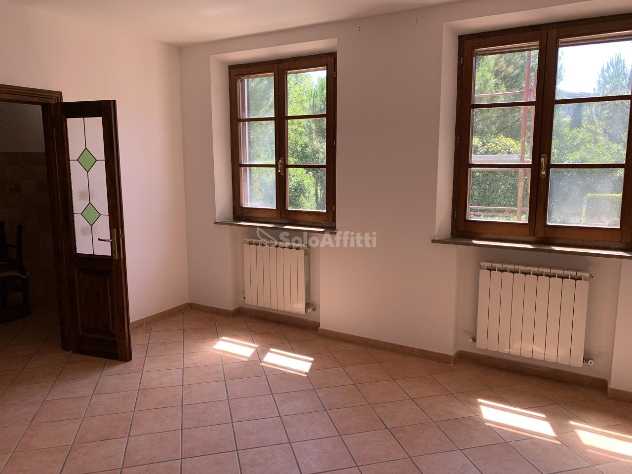 Quadrilocale in buone condizioni in affitto Rif. 9479187