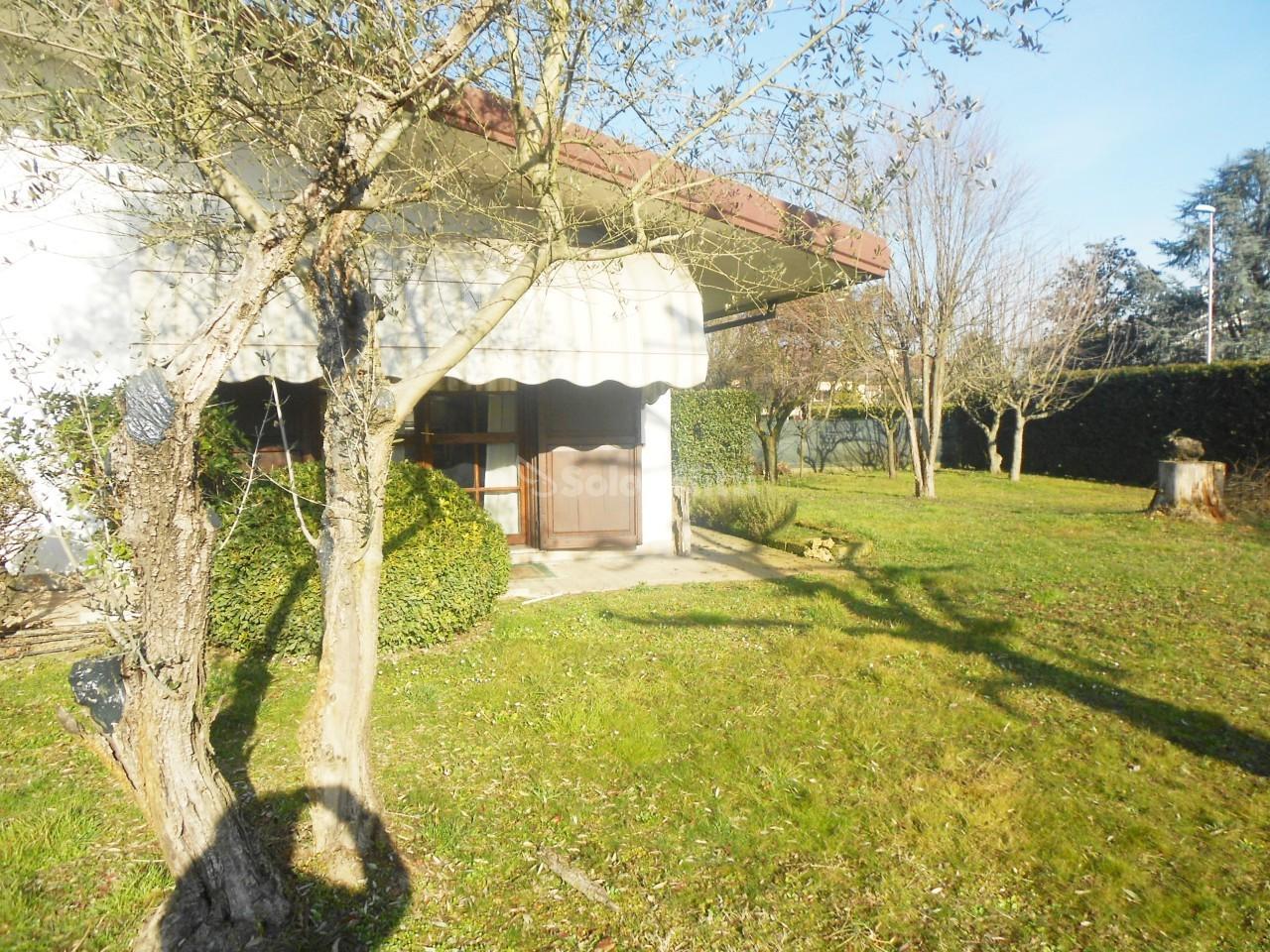 Casa indipendente Singola Arredato 7 vani 350 mq.