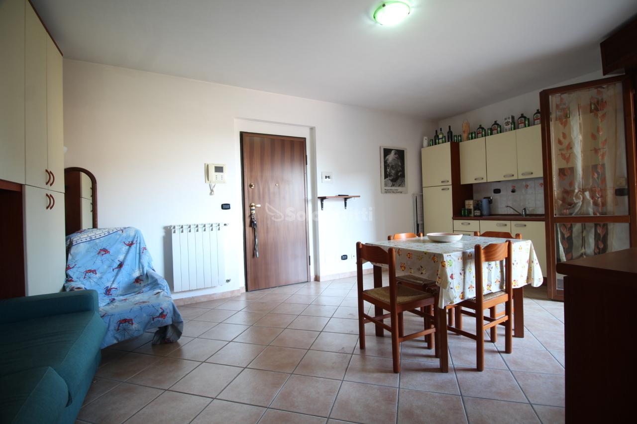 Monolocale in ottime condizioni arredato in affitto Rif. 11045116