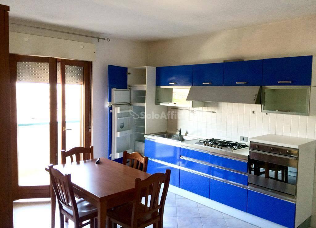 Trilocale in buone condizioni arredato in affitto Rif. 11125965
