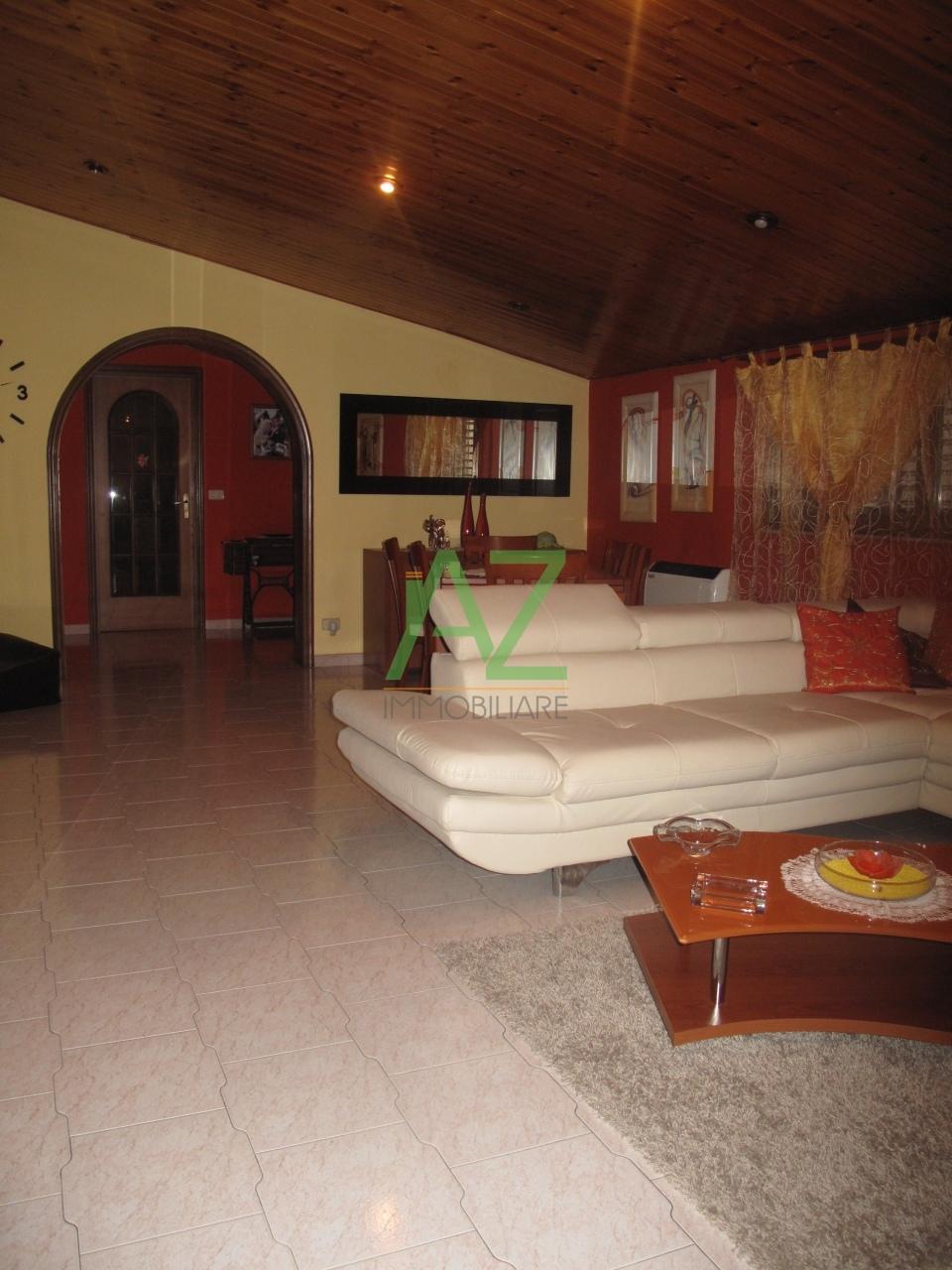 Appartamento in buone condizioni in vendita Rif. 4148644