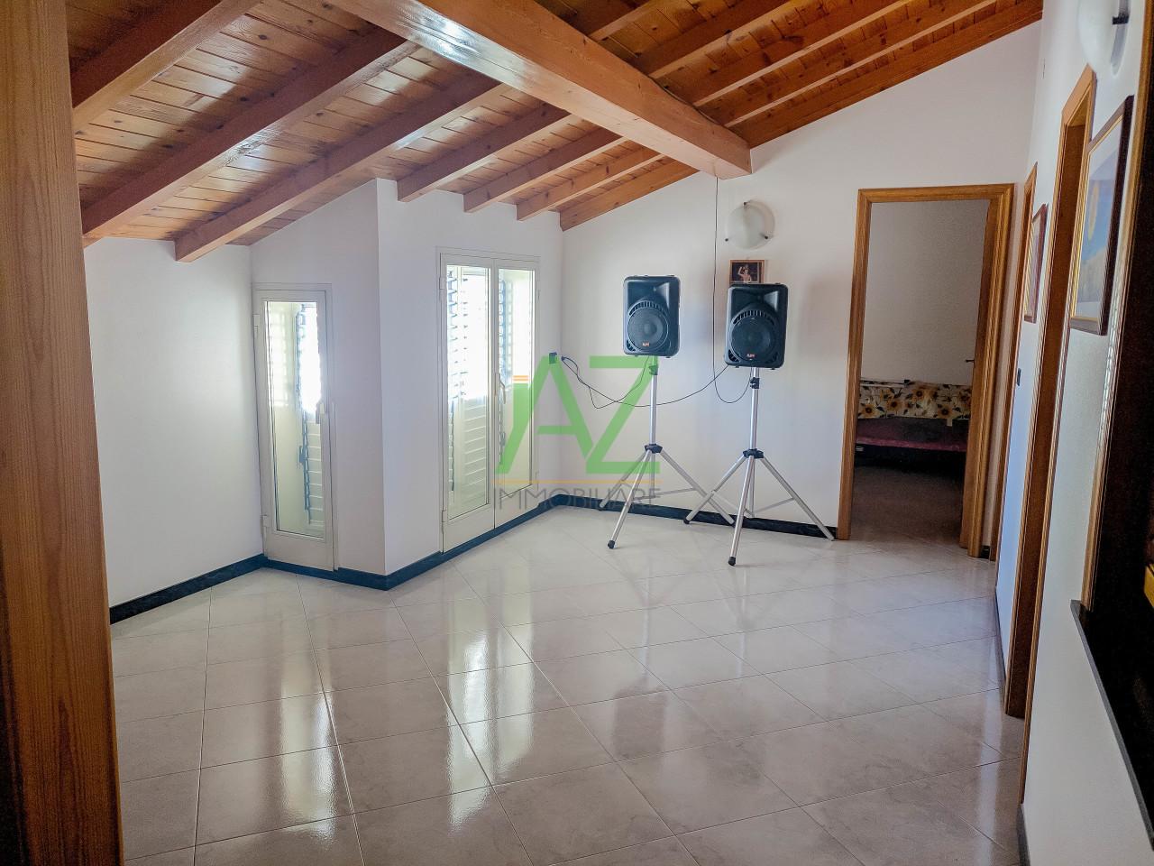 Appartamento - con Terrazzo a Aci Catena