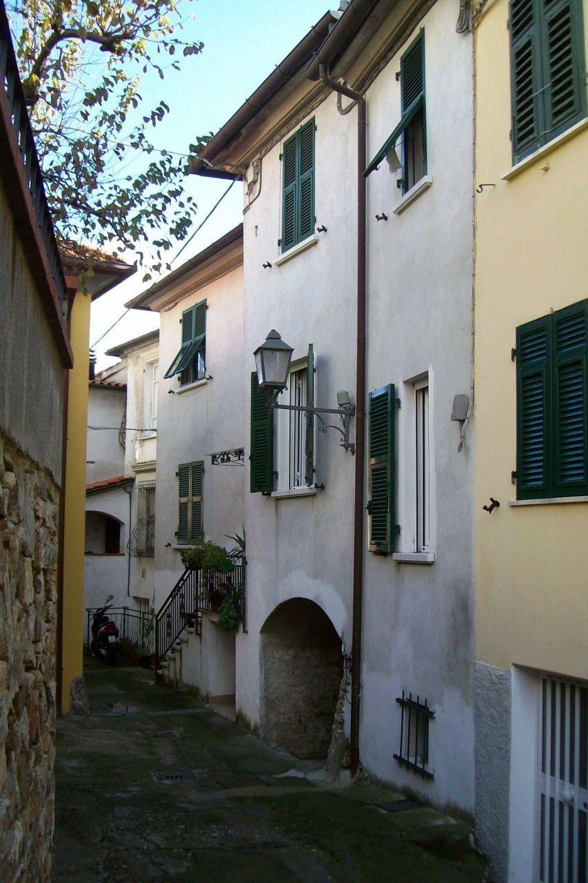 Appartamento in vendita a Castelnuovo Magra, 3 locali, prezzo € 70.000   CambioCasa.it
