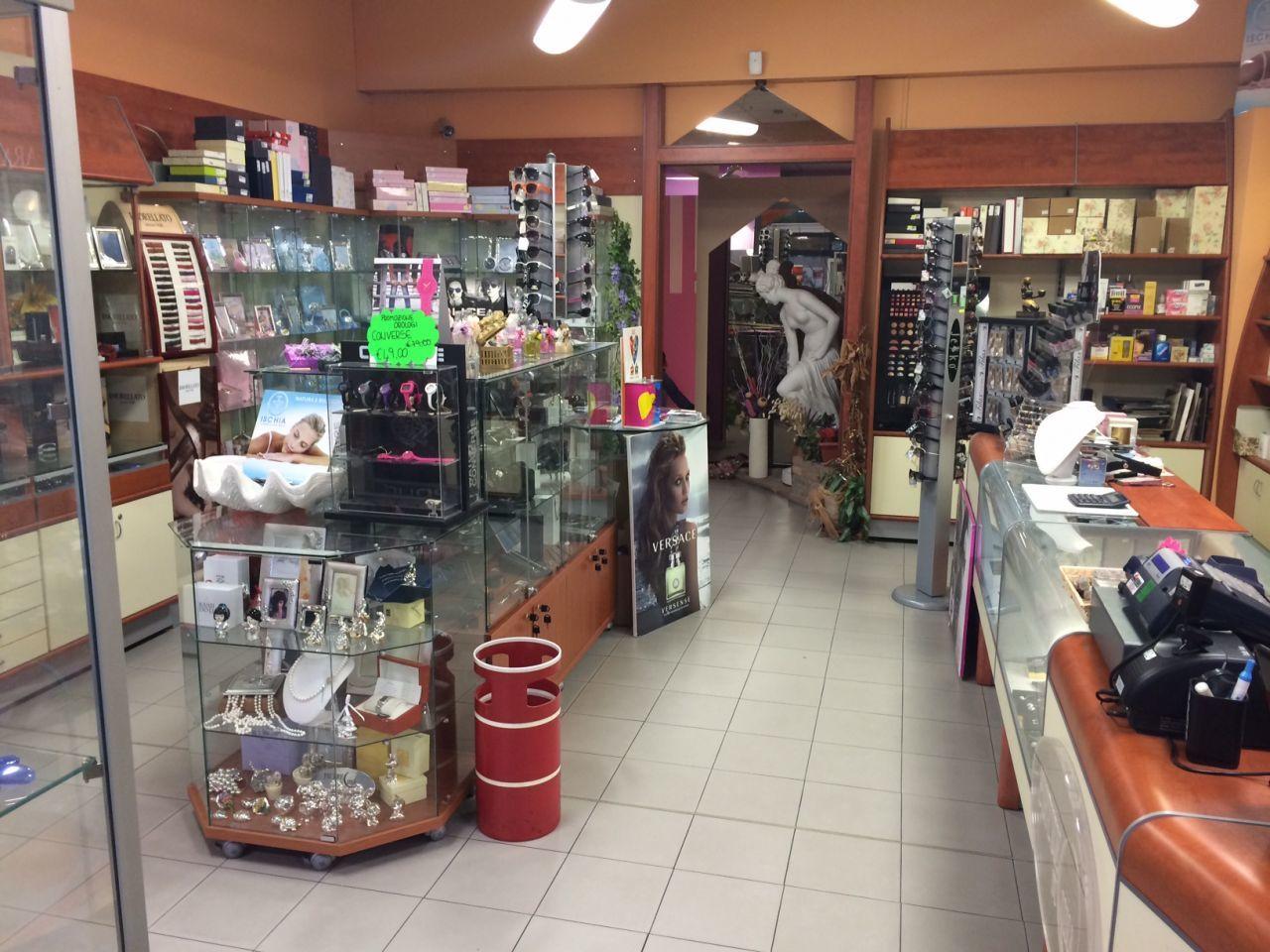 Locale commerciale - 2 Vetrine a Collecchio