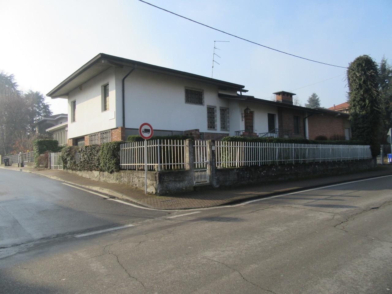 Villa in buone condizioni in vendita Rif. 9331430