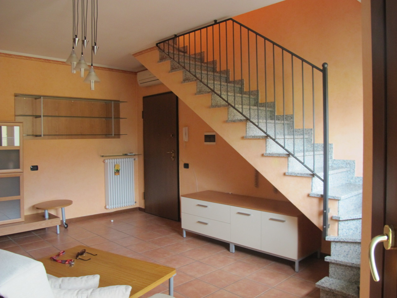 Quadrilocale in ottime condizioni arredato in affitto Rif. 11365319