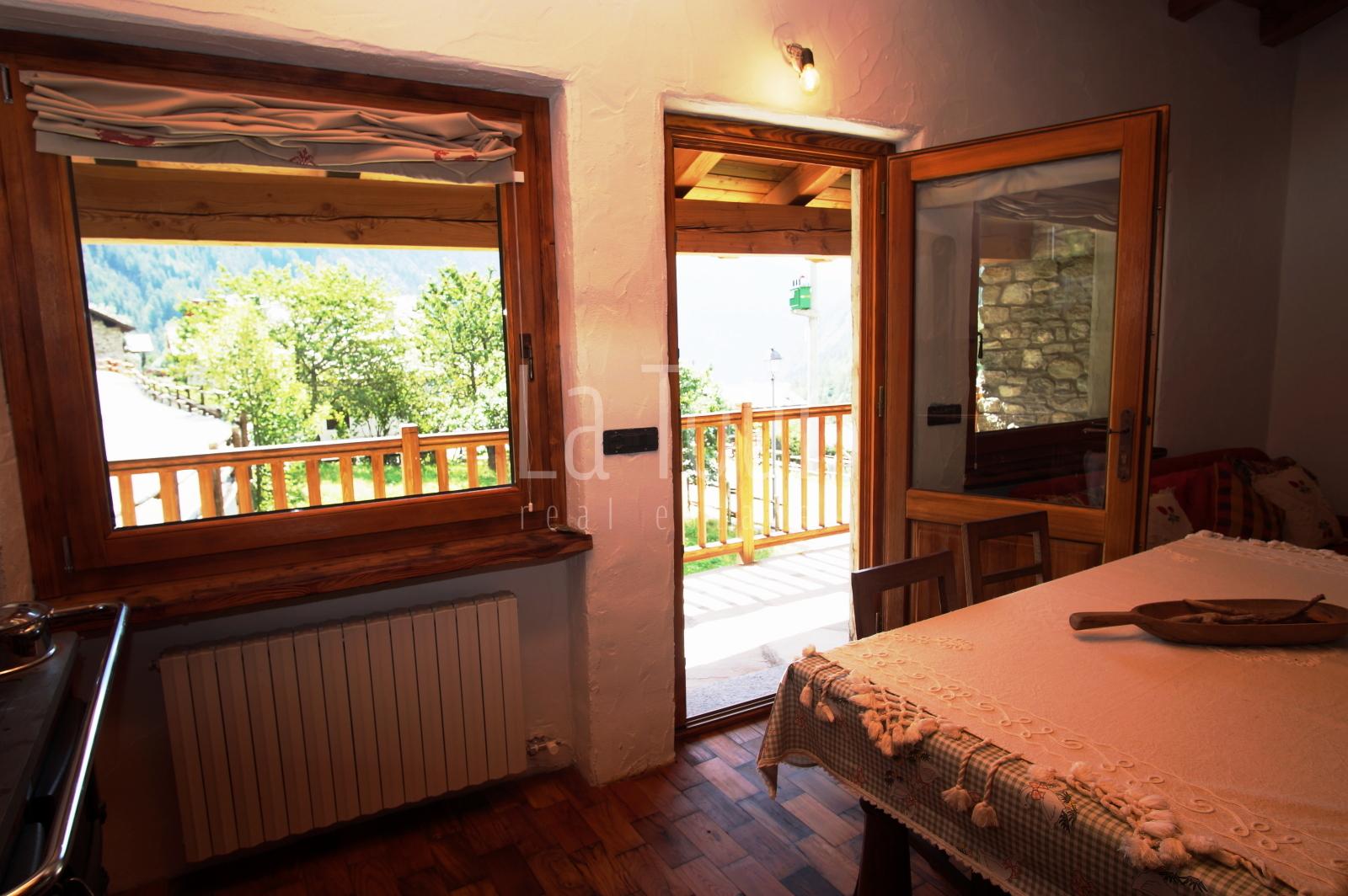 vista finestra salotto
