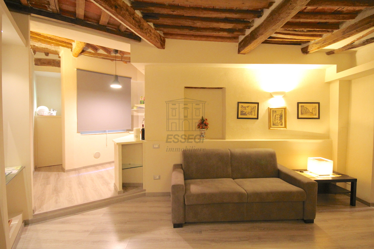 Appartamento Lucca Centro storico IA03481 img 2