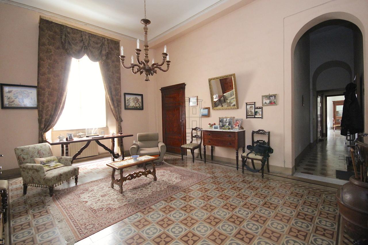 Appartamento Lucca Centro storico IA03446 img 2