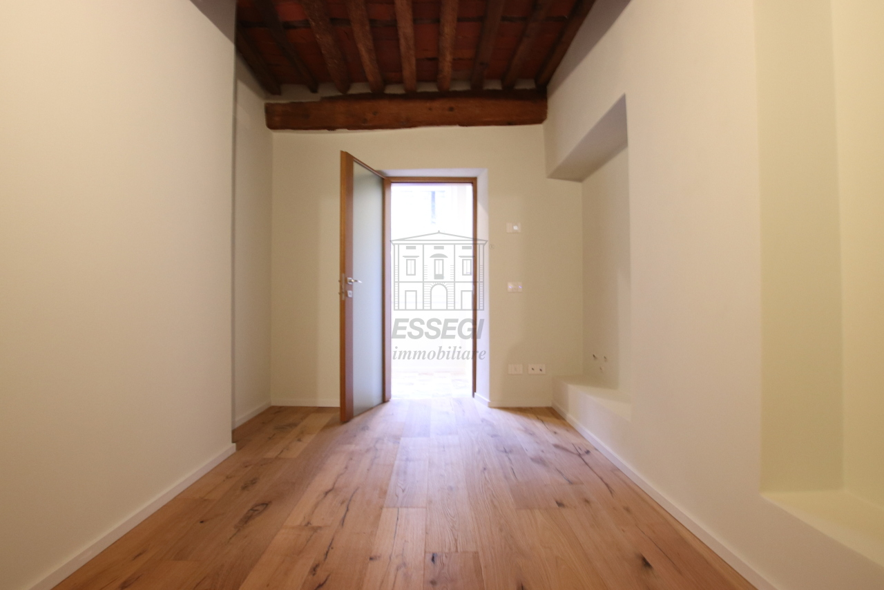 Appartamento Lucca Centro storico IA03520 img 13