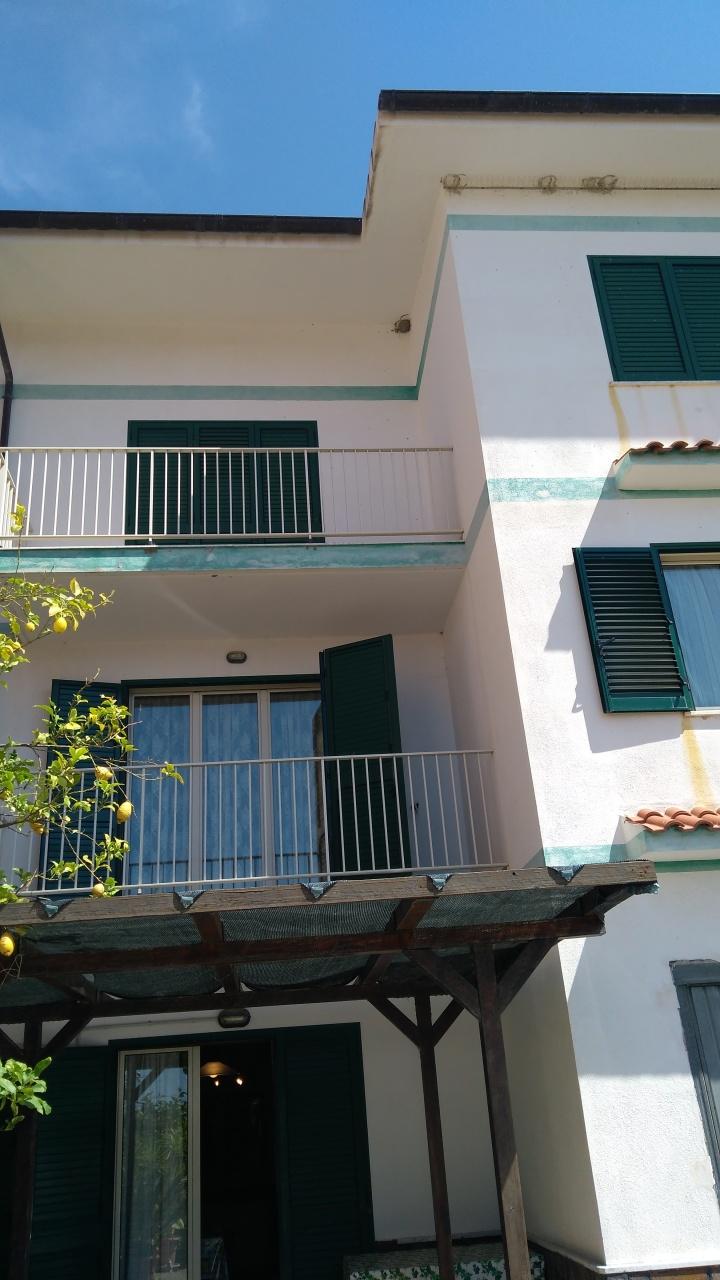 Appartamento in vendita a Palizzi, 9 locali, prezzo € 220.000 | CambioCasa.it