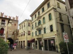 Appartamento in Vendita a Rovigo, zona CENTRO-QUARTIERI , 185'000€, 140 m²