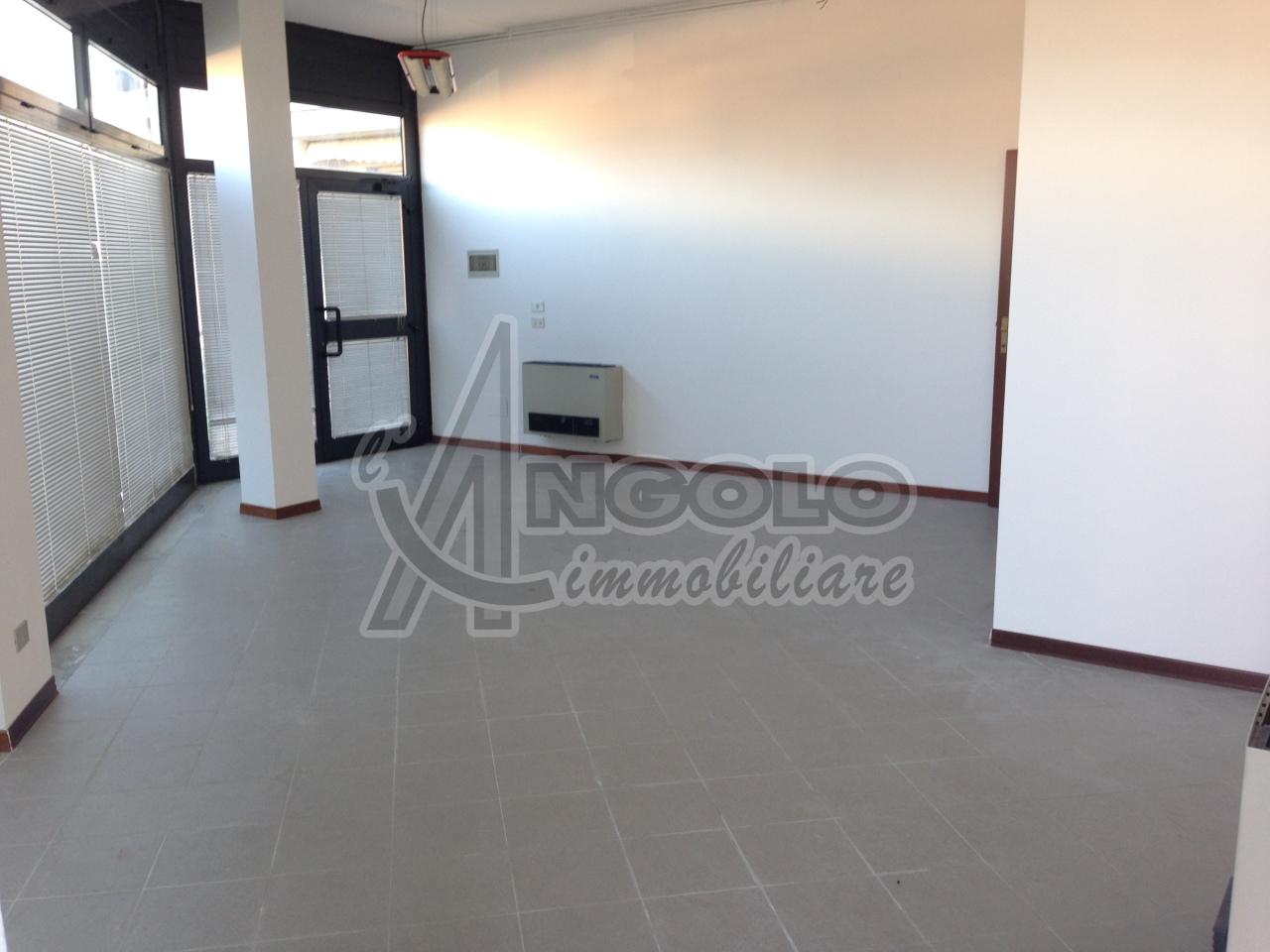 Negozio / Locale in affitto a Occhiobello, 9999 locali, prezzo € 280   CambioCasa.it