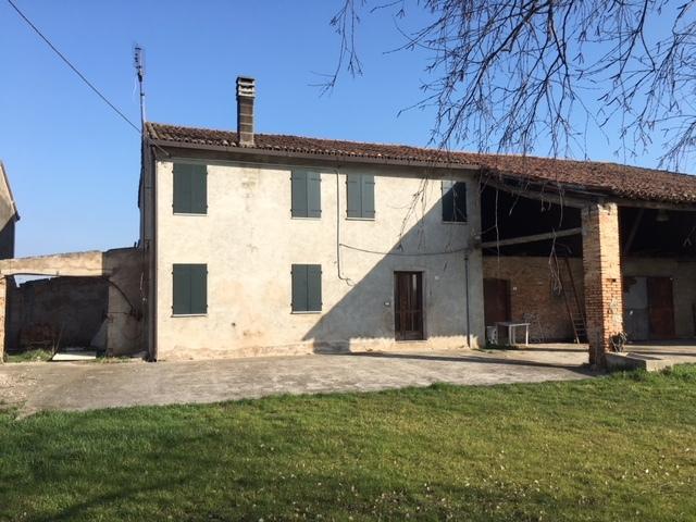 Soluzione Indipendente in vendita a Albaredo d'Adige, 7 locali, prezzo € 105.000 | CambioCasa.it