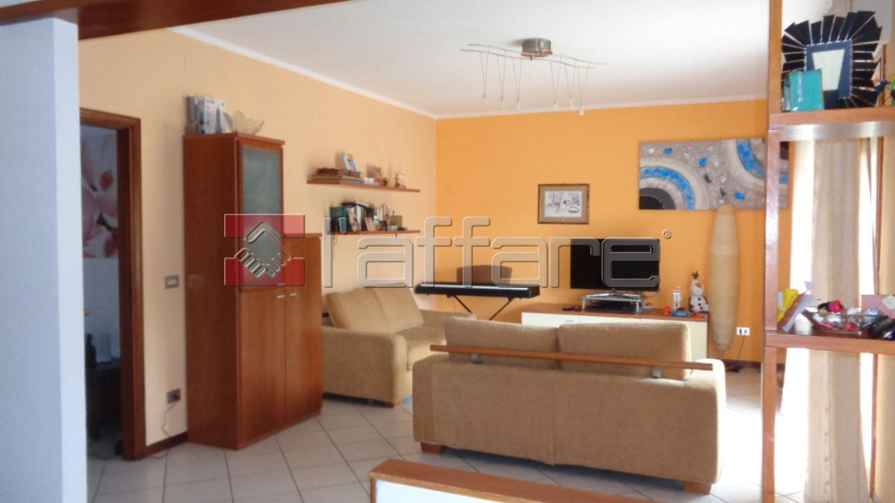Appartamento in buone condizioni in vendita Rif. 5958376