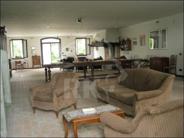 Rustico / Casale in buone condizioni in vendita Rif. 5372649