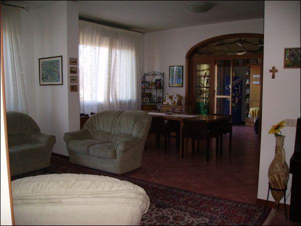Appartamento in vendita a Quarrata, 5 locali, prezzo € 240.000   CambioCasa.it