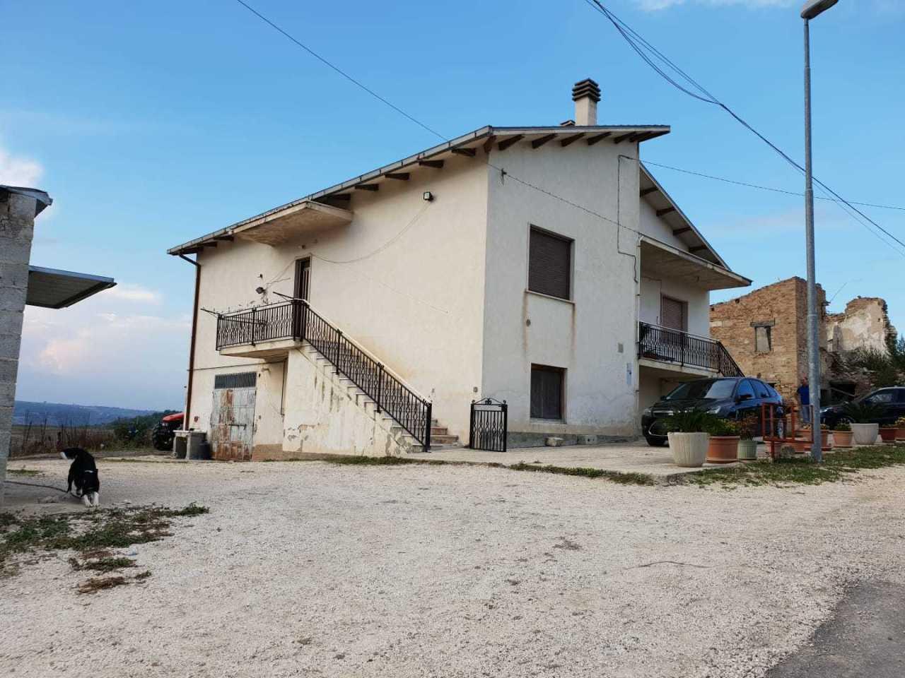 Villa in vendita a Manoppello, 10 locali, Trattative riservate | PortaleAgenzieImmobiliari.it