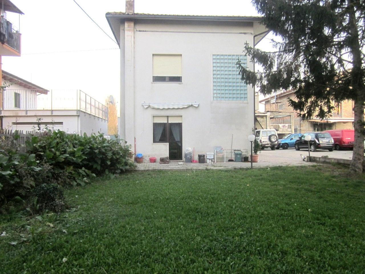 Appartamento in buone condizioni in vendita Rif. 4151525