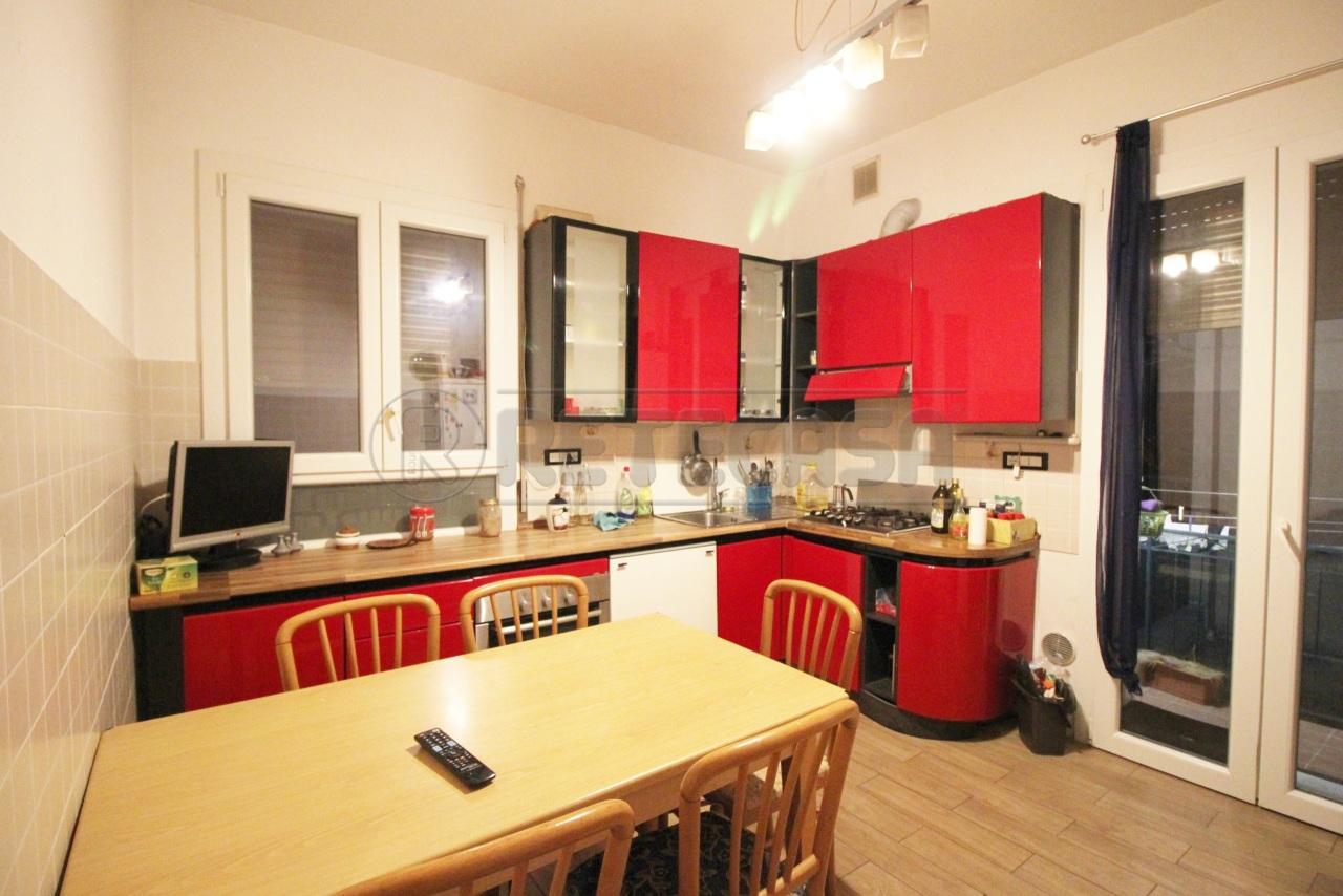 Appartamento in vendita a Vicenza, 7 locali, prezzo € 140.000 | PortaleAgenzieImmobiliari.it