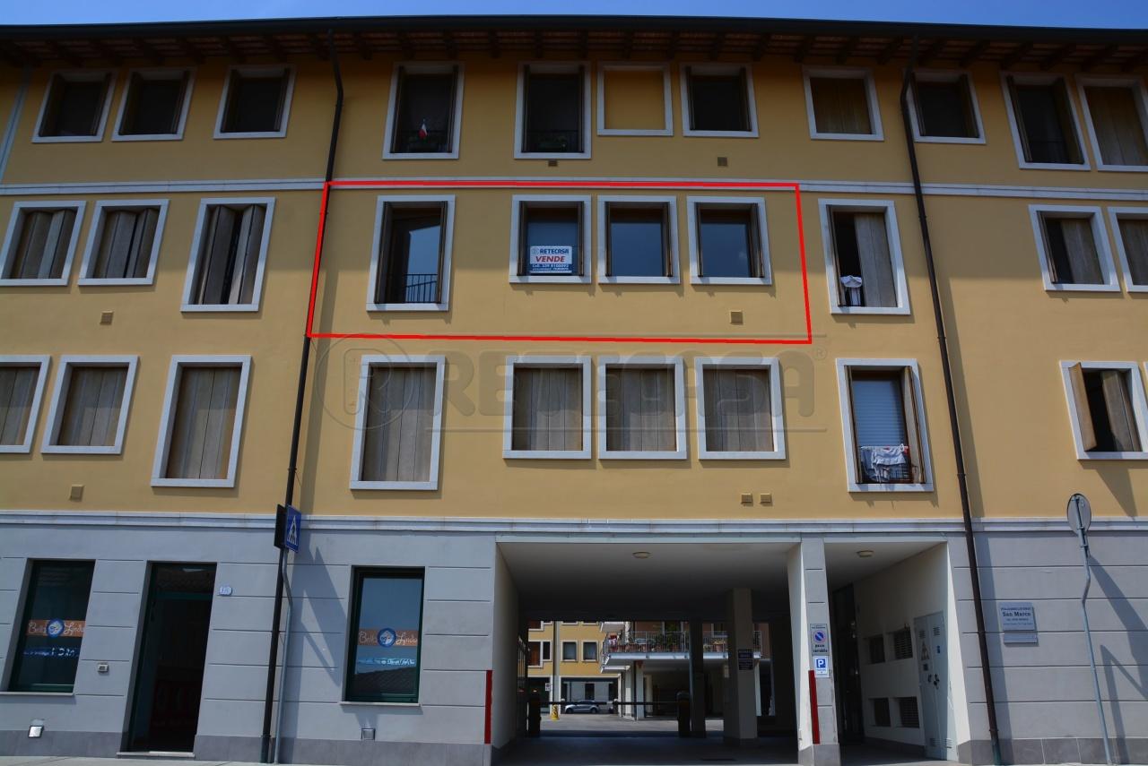 Appartamento in ottime condizioni arredato in vendita Rif. 7630055