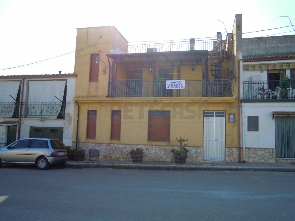 Palazzina / Stabile - Palazzina a PERIFERIA, Caltanissetta