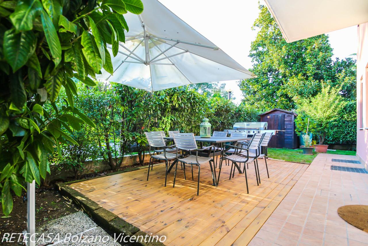 Appartamento in buone condizioni in vendita Rif. 11328375